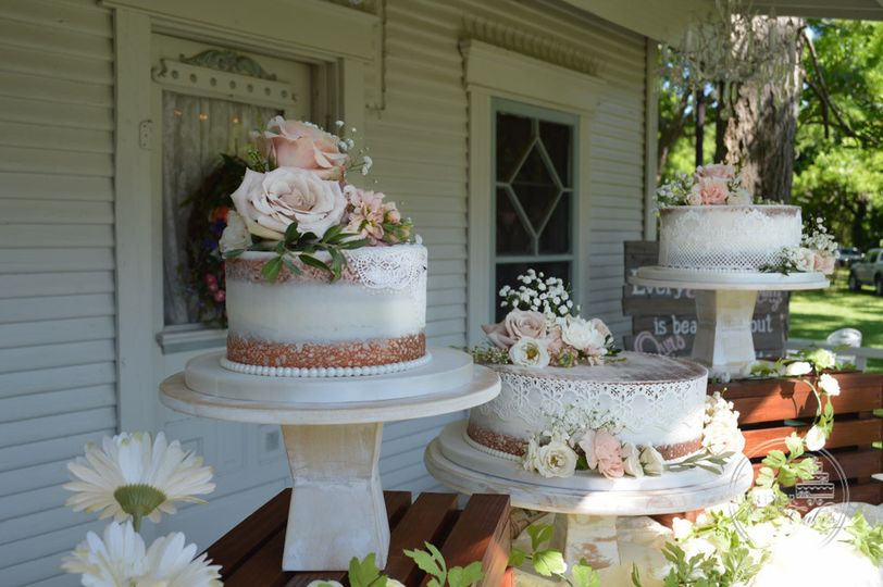 Shabby chic naked cake with lace