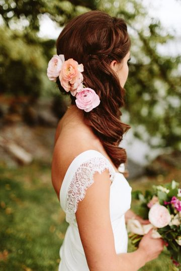 Bridal hair and flowers