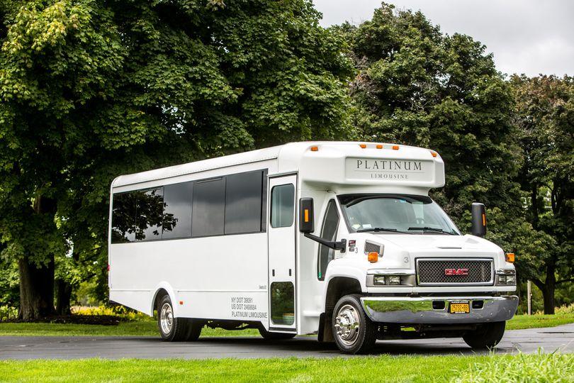 22 passenger limo coach