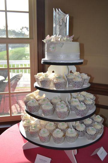 Lynette & Bob - Wedding Cake at Raspberry Falls in Leesburg, VA