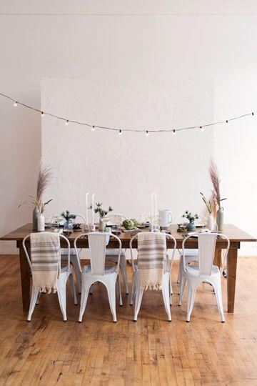 Alder Farm Table / White Chair