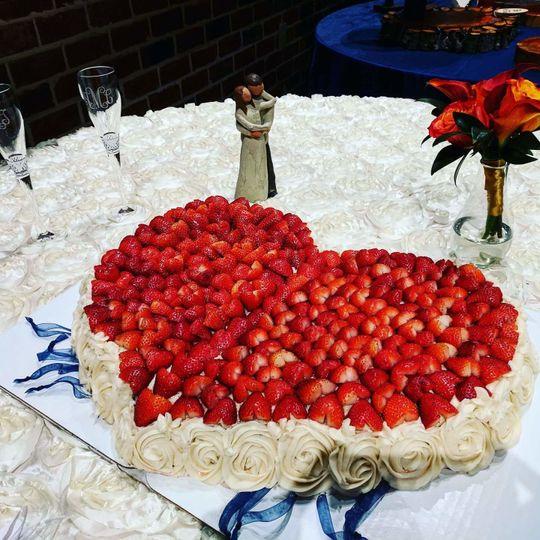 d6c7cf1d6e37aeef Amanda heart shaped wedding cake