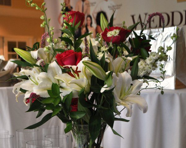 flora by fotini flowers denver co weddingwire. Black Bedroom Furniture Sets. Home Design Ideas