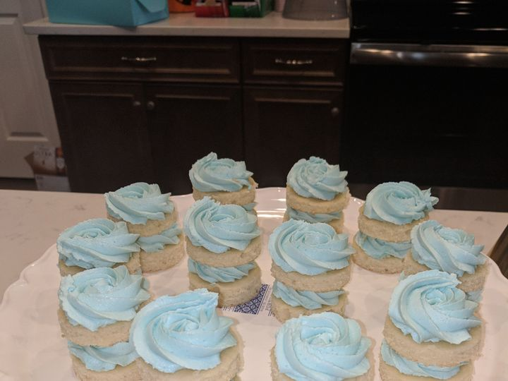 Tmx Mini Cakes 51 728814 159287114847128 Tampa, Florida wedding cake