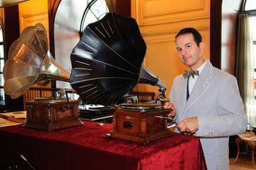 Antique Phonograph DJ MAC