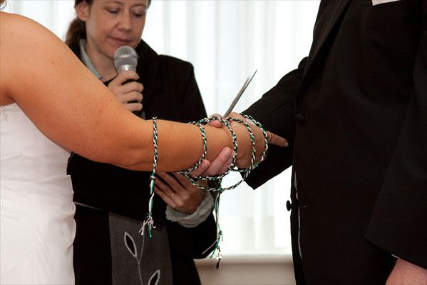 Irish handfasting ceremony