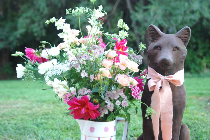 Fox sculpture and floral decor | Photo by Beth Seliga