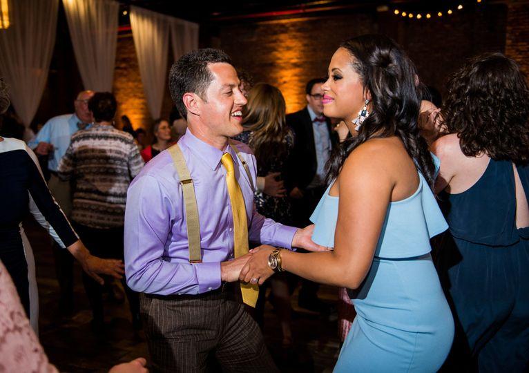 The guests dancing | De Nueva Photography