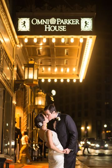 Couple kissing | Molly Anne Photography