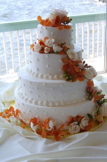 Sunset orchids, roses to decorate the cake.
