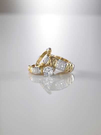 Alishan bridal sets, a unique and stunning design of rings, in 18 karat yellow gold and diamonds.