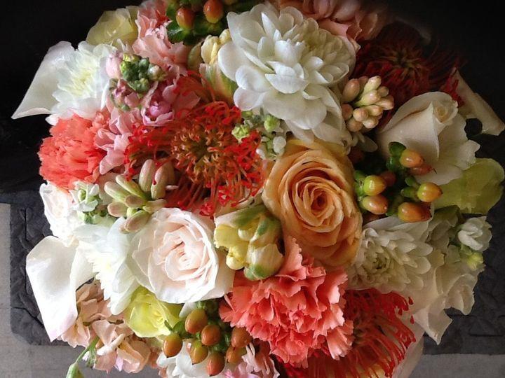 Bride bouquet using mixture of textures