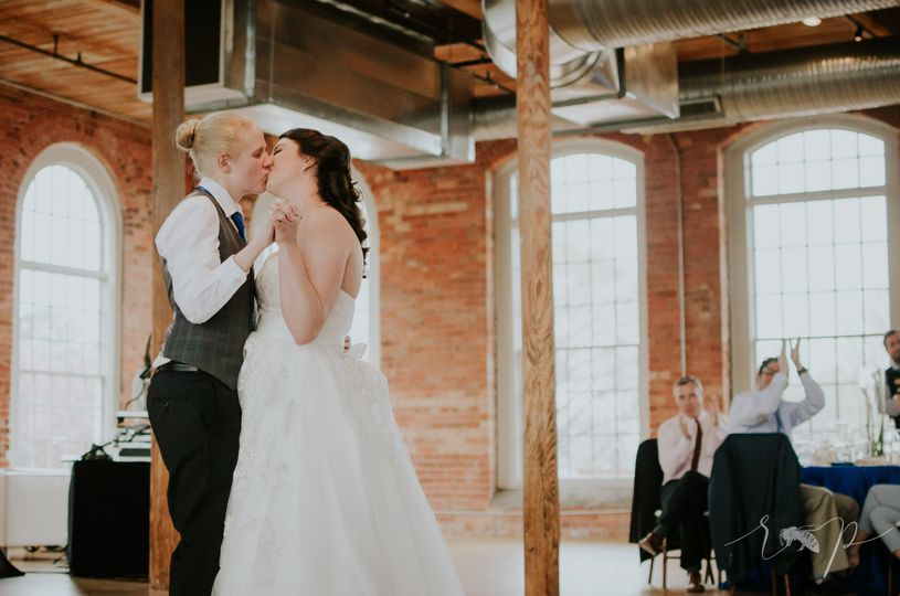 Loving kisses | Photographer: Radian PhotographyVenue: The Cotton Room
