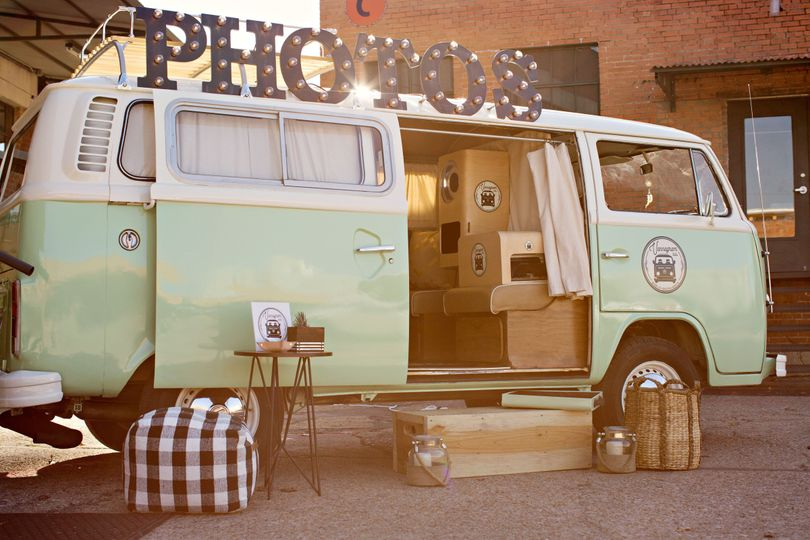 The photobooth van | Photo by Glass Jar Photography