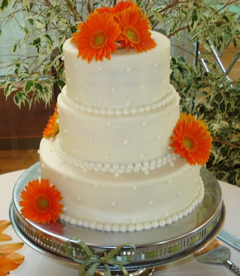 white gerber daisy cake cropped for fb