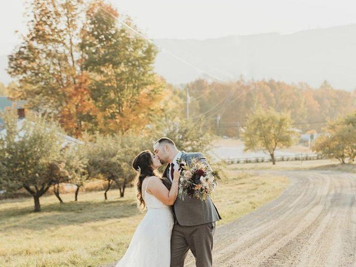 Tmx 31d96fff C391 4b9c 80a7 4abcc607feca 1 201 A 51 1016224 160831442910110 Epping, NH wedding florist