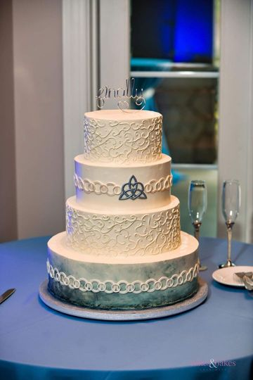 Celtic love knot navy cake