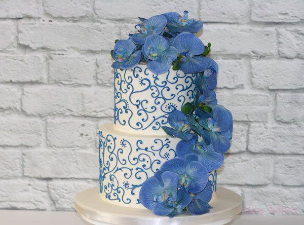 Floral blue cake