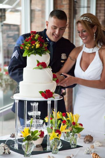 wedding cake couple holiday in