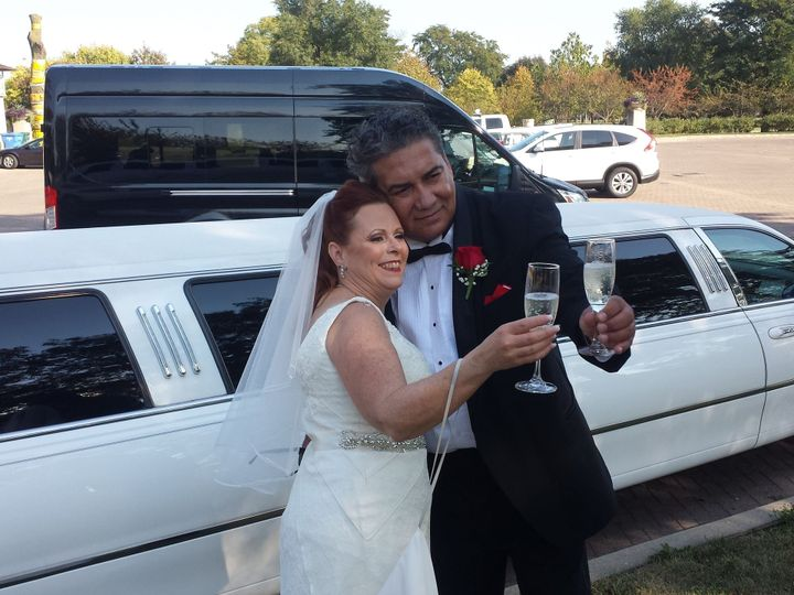 Tmx 1515836256 D49d18aafb644989 1515836254 69d0cdbe988c021c 1515836247421 1 Theresa   David Burbank, Illinois wedding transportation