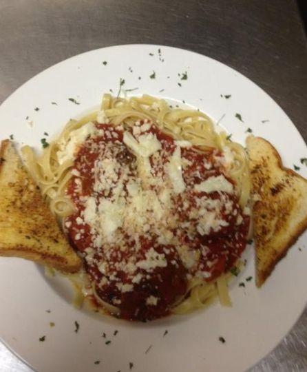 Spaghetti with toasted bread