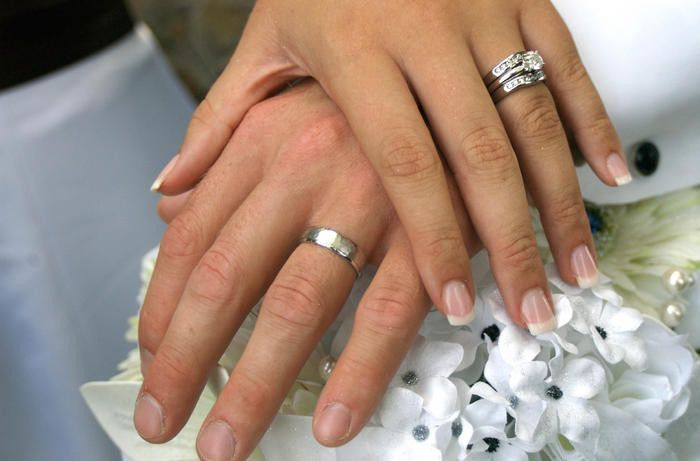 wedding rings hand1 51 633524 1558976739