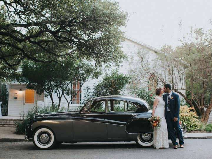 Tmx Bg W Exit Car At Hall Front Entranceamber Vickery 51 66524 1563213348 Austin, TX wedding venue