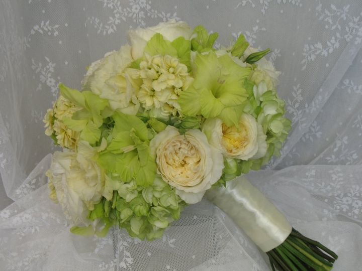 Green and cream blooms