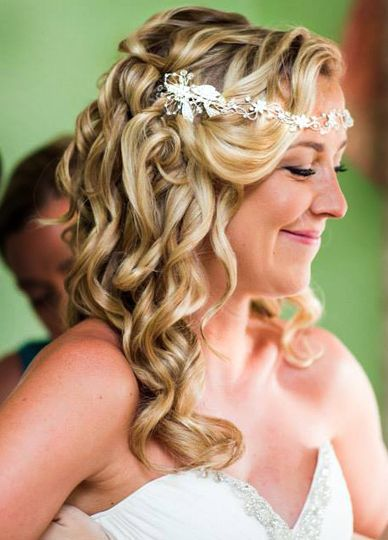 Curled wedding hair with accessory