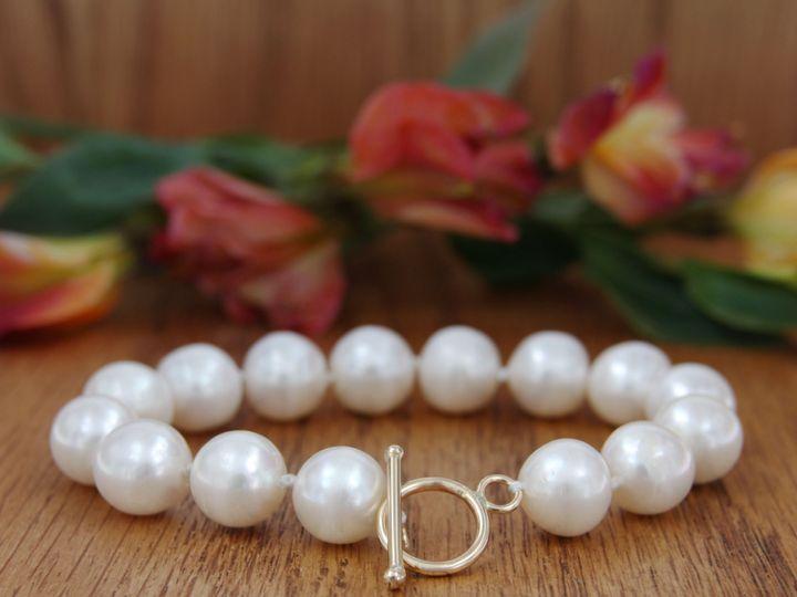 Tmx B V000 Pearl Bracelet Yellow Gold Toggle Clasp 01 Copy 51 502824 1570134911 Lancaster, PA wedding jewelry