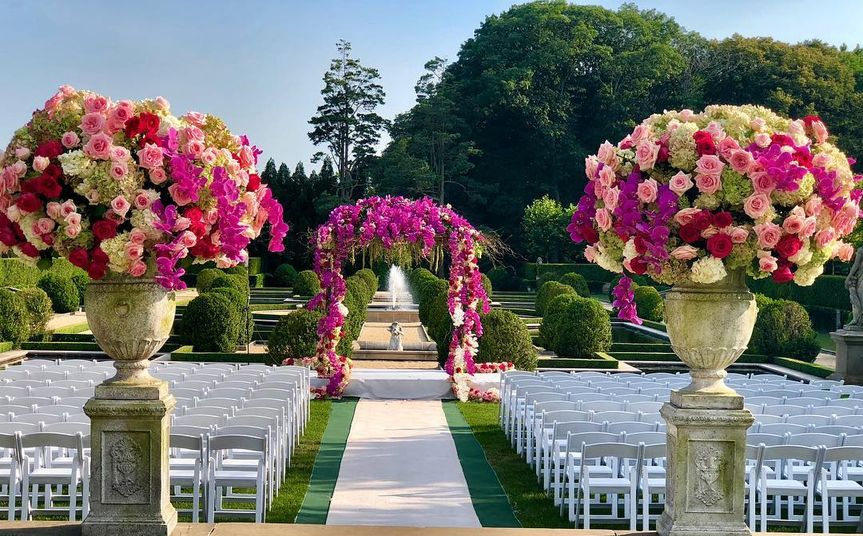 Ceremony set with bright tones