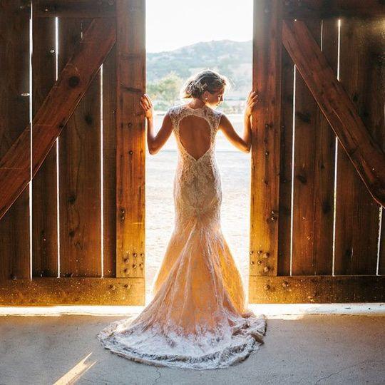 gorgeous vintage wedding dresses for rustic weddin