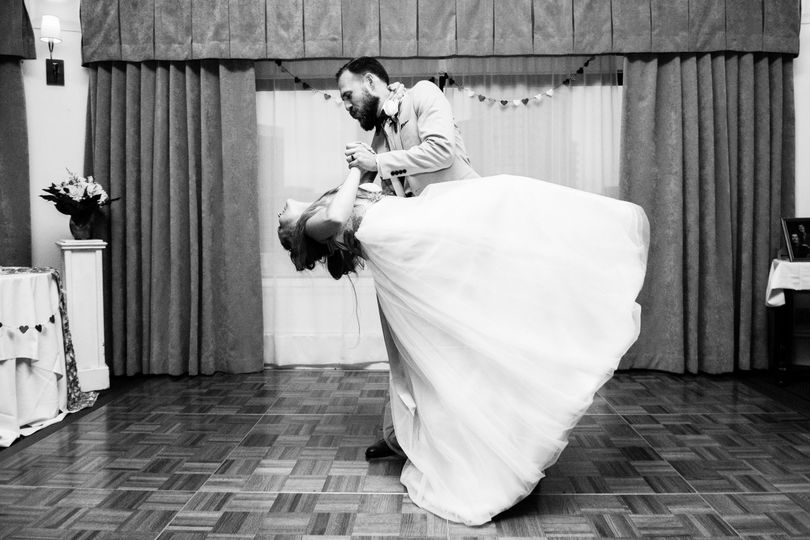Romantic dance | Something Minted Photography
