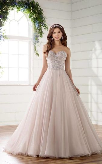 Ballgown dress with sweetheart top