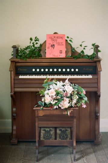 Piano flower decor
