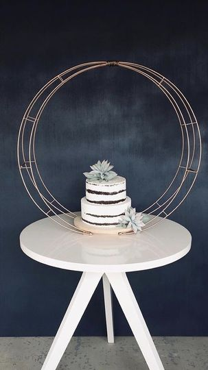 Circle Arch Cake Stand
