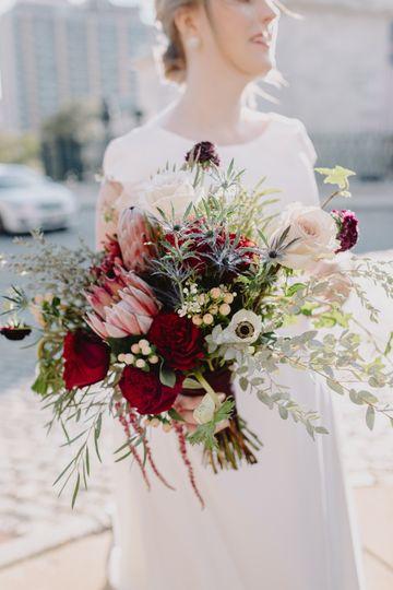 bridal bouquet standing 51 56924 158026239675125