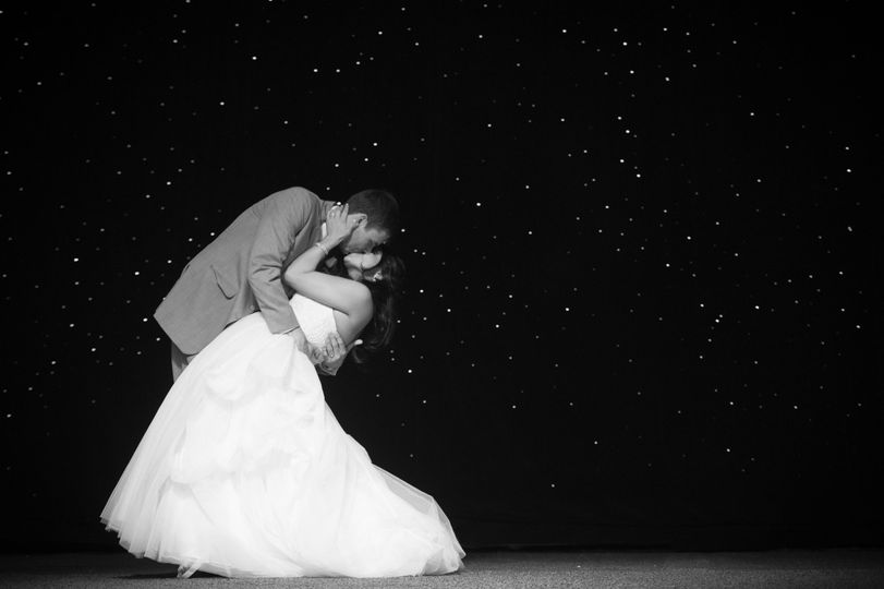 ce0a51ad7b256492 1424283096839 bride and groom in stars philly pa