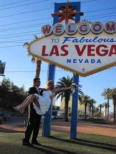 cindy vegas sign2