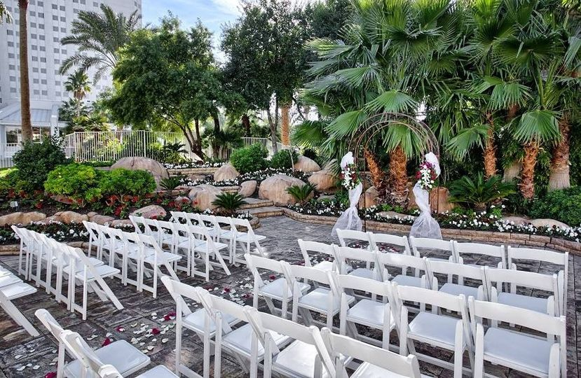 800x800 1426719917786 tropicana las vegas wedding island courtyard 5
