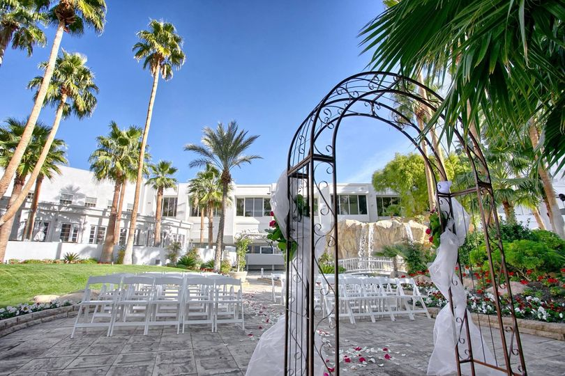 800x800 1426719922649 tropicana las vegas wedding island courtyard 6