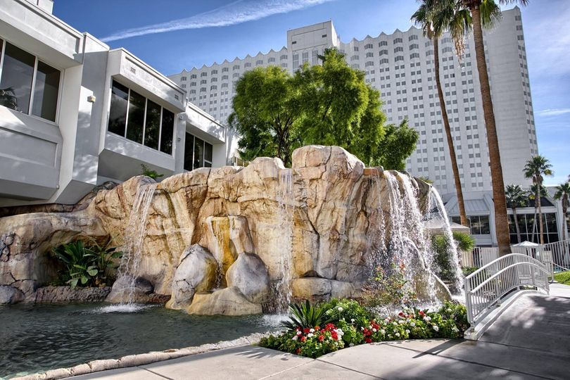 800x800 1426719936917 tropicana las vegas wedding island courtyard 8