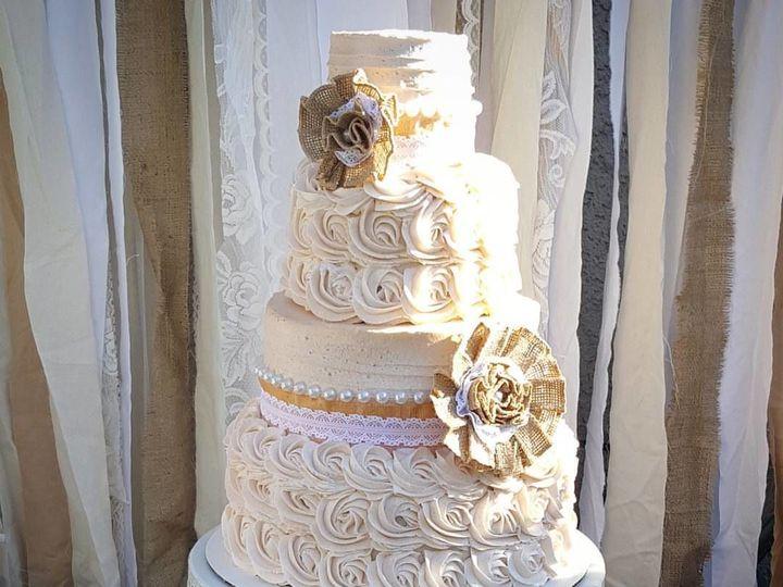 Tmx 1517212155 7d7a24dfbbb233a7 1517212153 Dbb7c3ae9880b431 1517212150231 6 14249821 102090899 Sacramento wedding cake