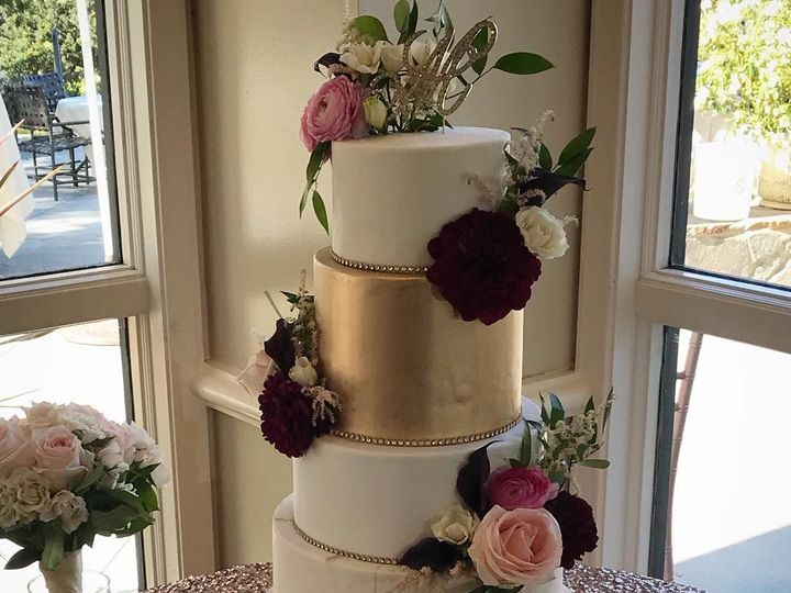 Tmx 1532442882 408ef4bf6daeef3b 1532442880 515cedd9dd663eb4 1532442881230 1 34984556 102145772 Sacramento wedding cake