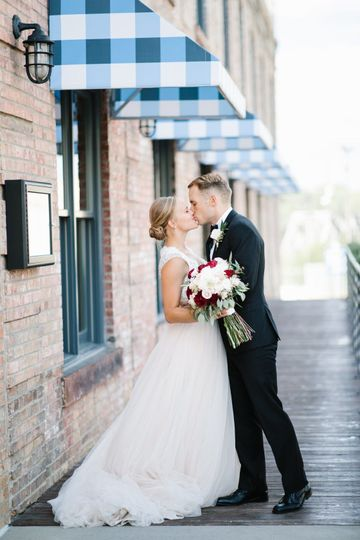 Newlyweds share a kiss | Photo by Shane Long Photography