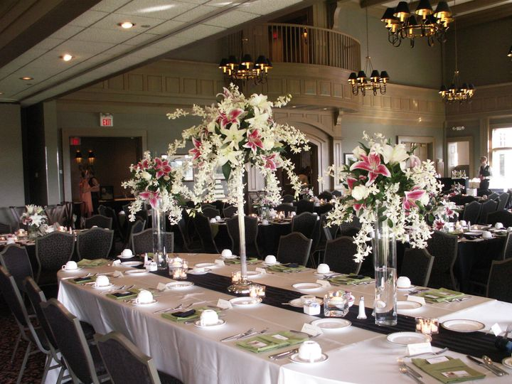 Wow bouquets that not only set the atmosphere they also filled the room with fragrance!
