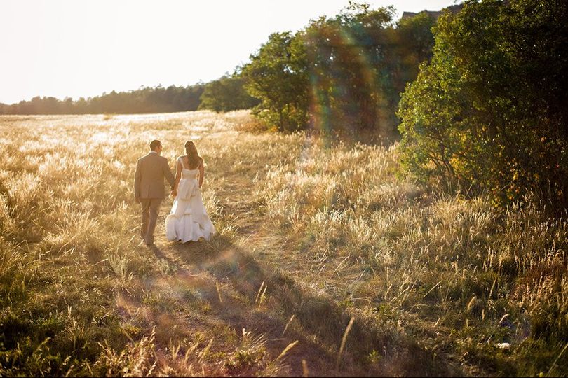 800x800 1360095397659 8outdoorweddingphotos