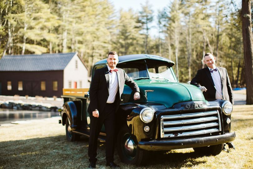Grooms with vintage truck
