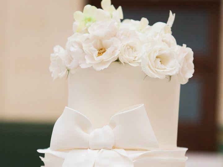 Tmx 1443461319763 Kristillyodphotographydigital.use.only 0700 Seattle wedding cake