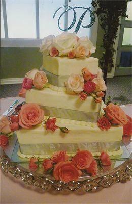 3 layered weddin gcake